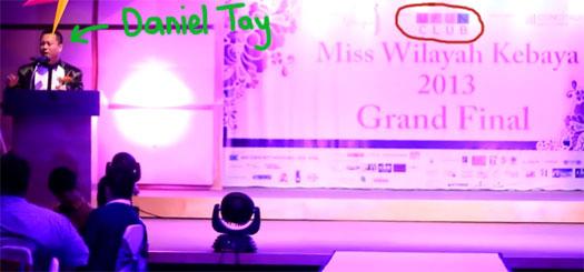 daniel-tay-on-stage-miss-Wilayah-Kebaya-oct-2013-ufun-club2